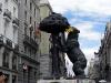 Madrids stadsvapen - la osa (björnhornan) står stolt kvar och har tom blivit pyntad.