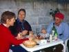 Överallt träffar man på vänliga människor. I Cacabelos, León, blir vi bjudna på en typisk spansk middag - Pulpo Gallego.