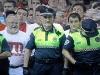Poliserna stoppar tjurrusarna innan startskottet går av