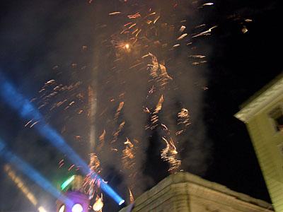 Så är det nytt år och fyrverkerierna runt Puerta del Sol, Madrid, sprakar loss!