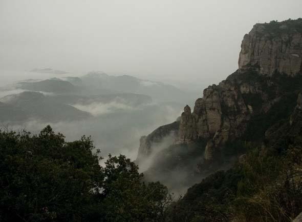 Hisnande naturupplevelser och inblickar i Kataloniens historia och religiösa liv får man om man åker till berget Montserrat utanför Barcelona.