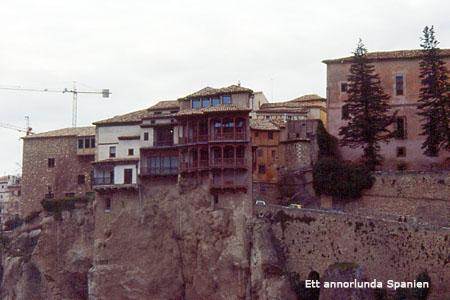 Några av de hängande husen i Cueca