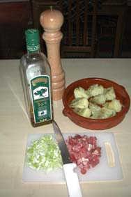 Ingredienser till kronärtskockshjärtan med skinka
