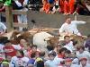 Mest utsatt i dagens rusning var mannen i vitt till höger i bild i Curva de Mercaderes.