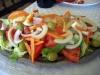 Restaurangen El Lago serverar en mycket god blandad sallad, Ensalada mixta.