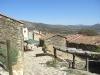 Typiska hus i kiselsten med sina karaktäristiska tegeltak, mycket vanligt för husen i Madridbergen.