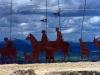 Efter en stigande klättring mellan Cizur och Puente de la Reina (Navarra), så når du detta moderna pilgrimsmonumentet. (734 m ö h)
