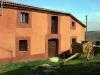 Ett nyrenoverat hus i härliga röda ocrafärger, Villacorta.