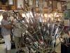 Överallt säljs svärd och andra populära souvenirer.