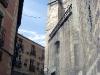 Ett av Alcázars torn kan ses till höger i bild.